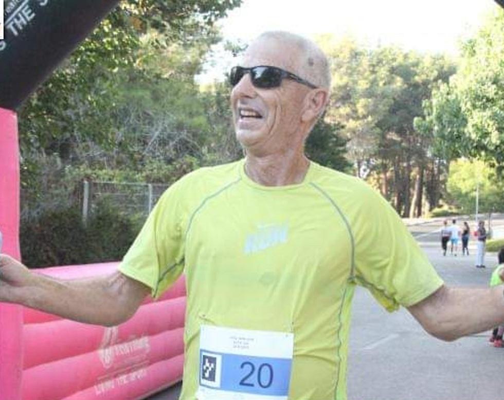 אמנון גופר - אצן חולה סרטן הדם בסיום מרתון ()