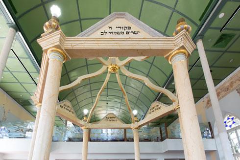 התקרה המקומרת מעל המתפללים (צילום: דור נבו)