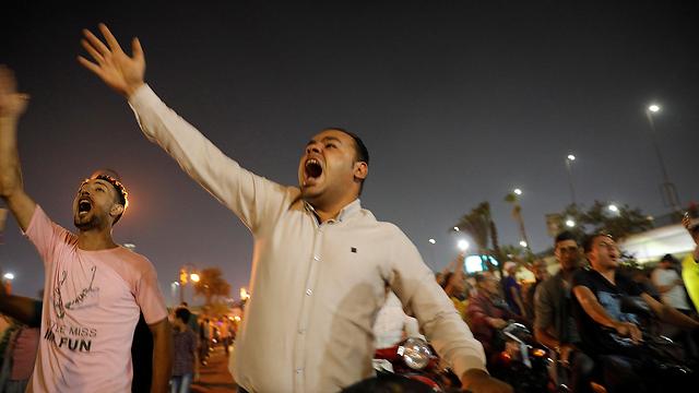 הפגנות מחאה ב קהיר מצרים נגד נשיא עבד אל פתאח א סיסי (צילום: רויטרס)