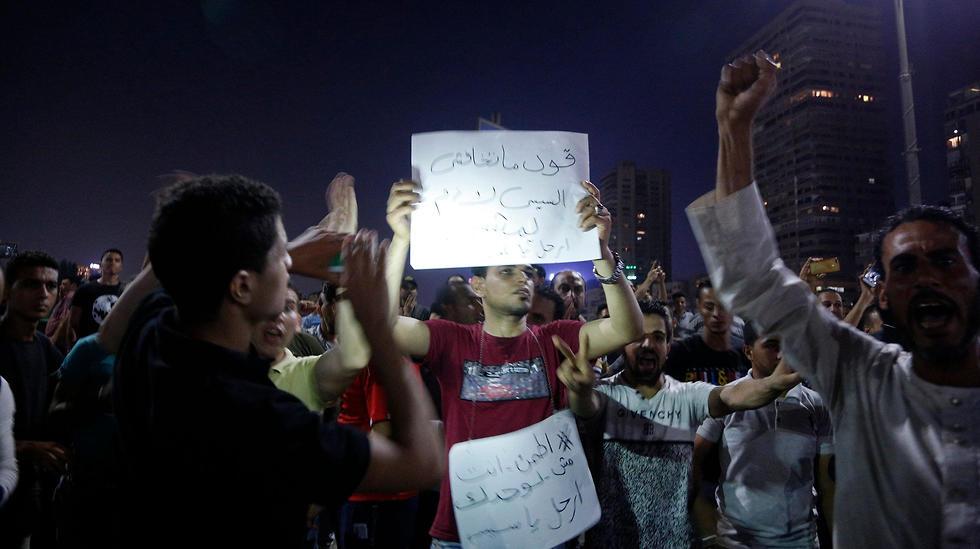 הפגנות במצרים נגד הנשיא א-סיסי (צילום: AFP)