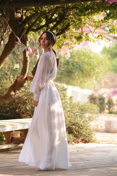 צנועה ורכה. עמית פרקש בשמלת כלה של משכית (צילום: ירדן הראל)