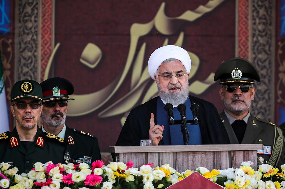 טהרן מצעד צבאי איראן הנשיא חסן רוחאני (צילום: AFP, Iranian Presidency)