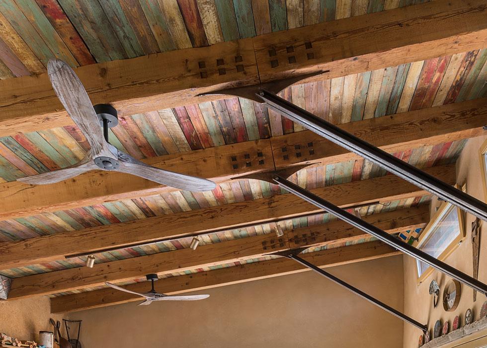 מבט מקרוב על קונסטרוקציית התקרה (צילום: עמית גושר)