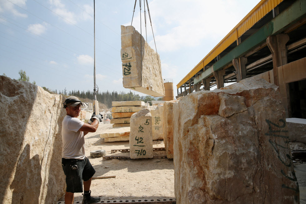 דווקא בחוץ לארץ יש ביקוש גדול לאבן שמגיעה מישראל הקטנה (צילום: אלכס קולומויסקי)
