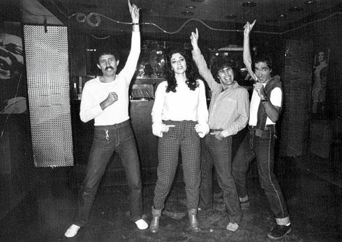 """עם להקת """"הכל עובר חביבי"""". מימין: יובל דור (הגרוש), קיקי רוטשטיין (המנהל האישי) ועמי מנדלמן (עשר שנות ברוגז) (צילום: שאול גולן)"""