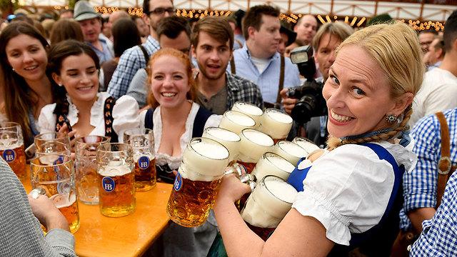 פסטיבל בירה אוקטוברפסט מינכן גרמניה (צילום: MCT)