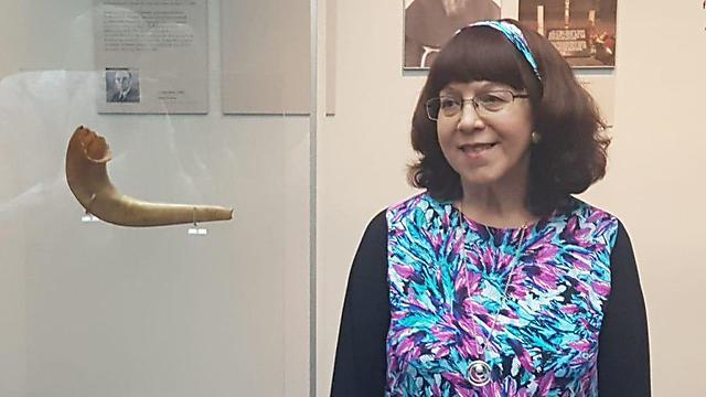 Judith Baumel-Schwartz with the shofar from Auschwitz