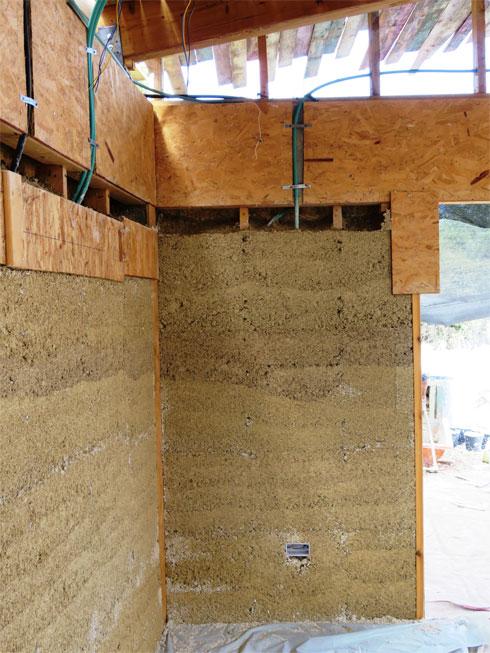 כך נראה הקיר היצוק (צילום: סטודיו רון שינקין)