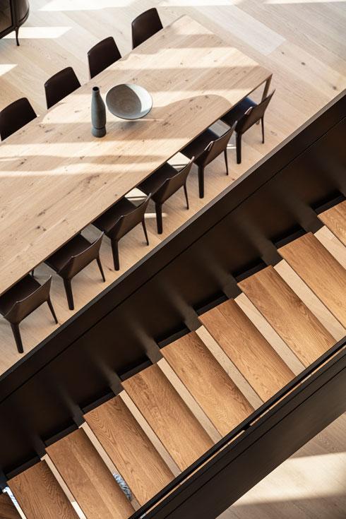 המדרכים עצמם עשויים עץ (צילום: עמית גרון)