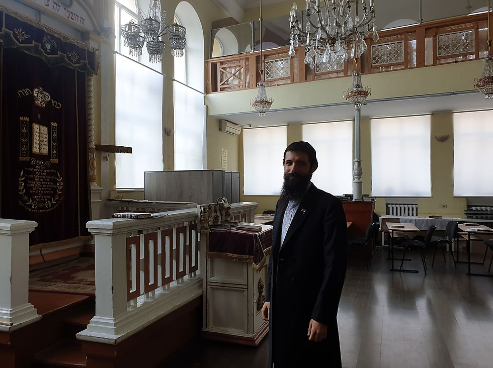 Rabbi Shmuel Zalmanov at the Alte Shul Synagogue on Chisinau, Moldova (Photo: Cnaan Liphshiz )