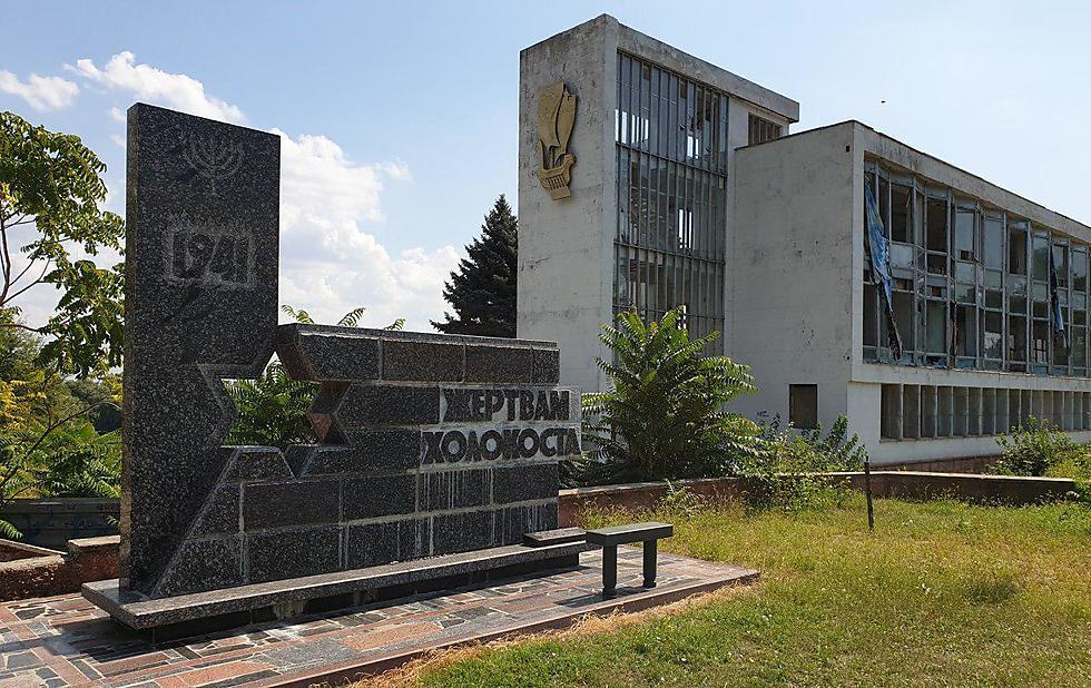 A Holocaust monument a deserted riverside building in Tiraspol  (Phto: Roman Janowski)
