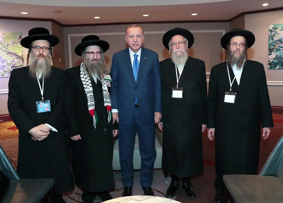 Erdogan meets with anti-Zionist Neturei Karta religious group (Photo: Turkey's president's office)