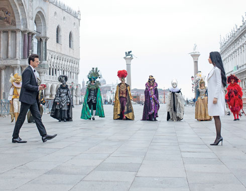 בצילומי הקליפ בוונציה (צילום: אלכס ליפקין, סגנון: נדב אליהו)