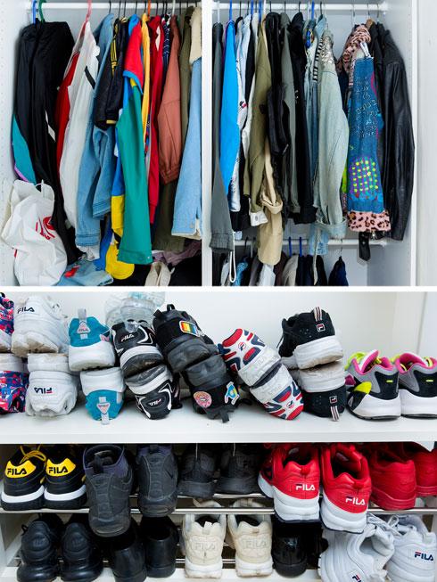 ארון הבגדים והנעליים של אסף גורן בביתו (צילום: ענבל מרמרי)