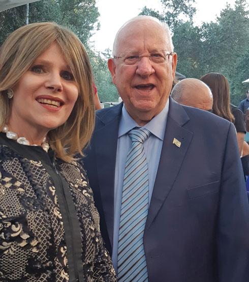 עם נשיא המדינה ראובן רבלין בטקס הענקת אות הנשיא למתנדב (צילום: אלבום פרטי)