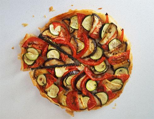 מאפה פילו טבעוני עם מניפת ירקות (צילום: מירי צדוק)