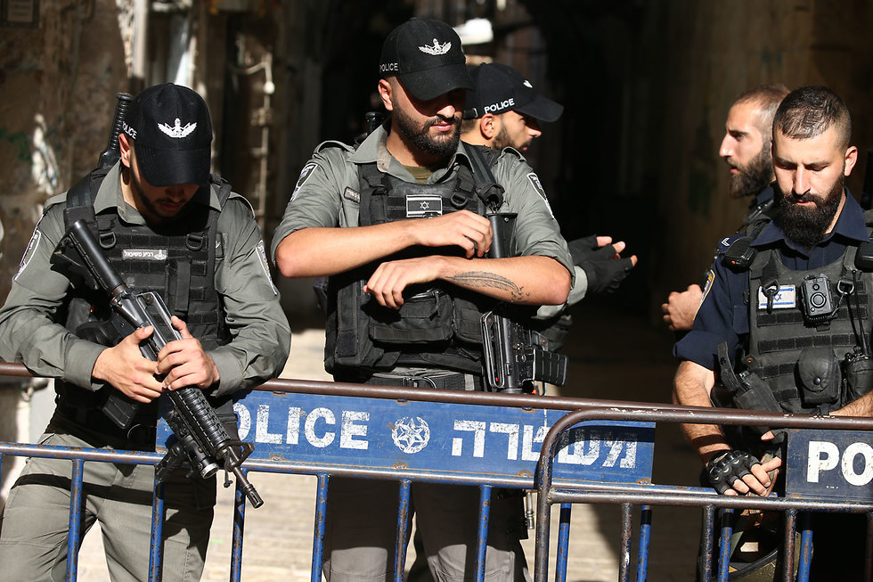 Security forces at the scene (צילום: אוהד צויגנברג)