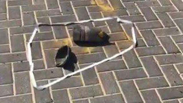 פגז טועה שנפל סמוך להית הכנסת בישוב אשכול (צילום: דוברות המשטרה)