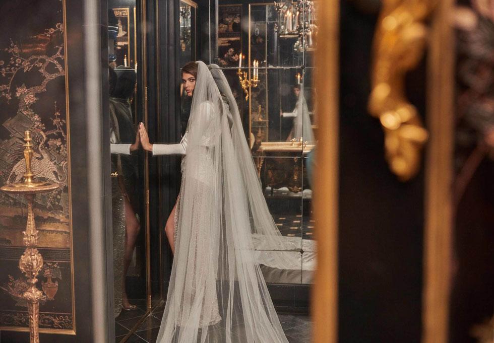 """""""חשוב לי להשמיע קול לא רק בתעשיית האופנה, אלא גם מחוץ אליה, בעולם האמיתי"""". בשמלת כלה של גליה להב (צילום: גרג סוולס)"""