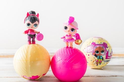 Куколки LOL и их упаковка с сюрпризом. Фото: Anna Mente shutterstock