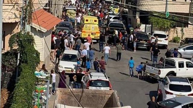 שלושה אחים ואדם נוסף נפצעו מירי ודקירות במג'ד אל כרום ()
