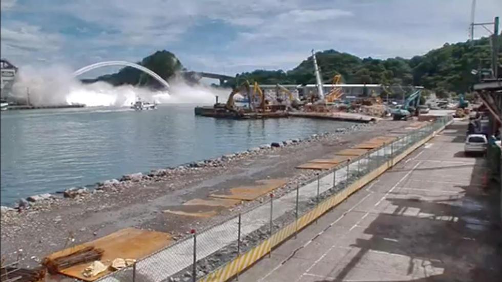 לכודים בקריסת גשר ב נמל ב טייוואן  (צילום: רויטרס)