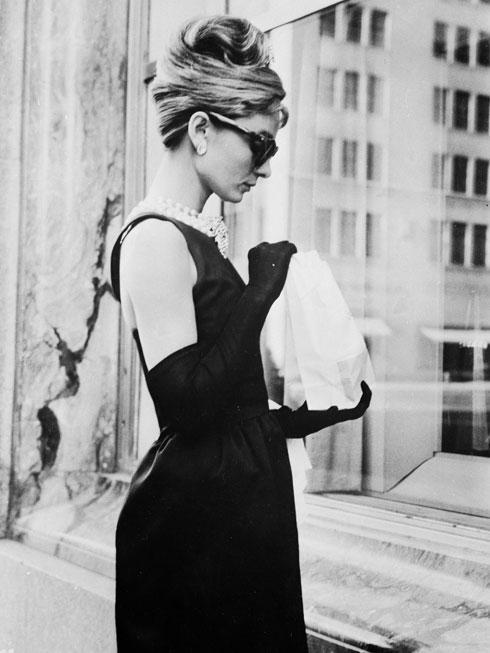 """אודרי הפבורן ב""""ארוחת בוקר בטיפאני"""". 1961  (צילום: Keystone Features/GettyimagesIL)"""