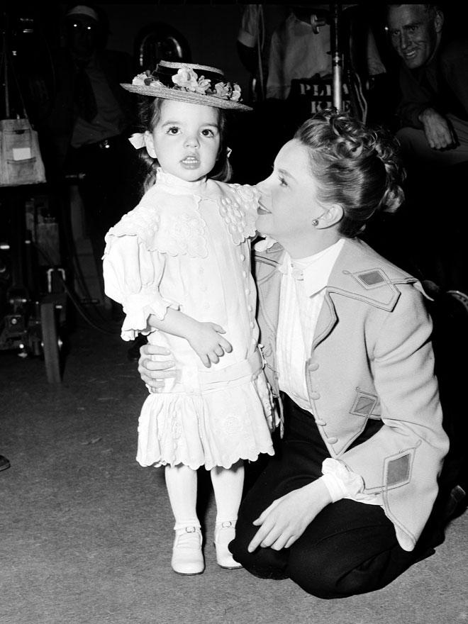 גרלנד עם בתה לייזה מינלי, 1948 (צילום: AP)