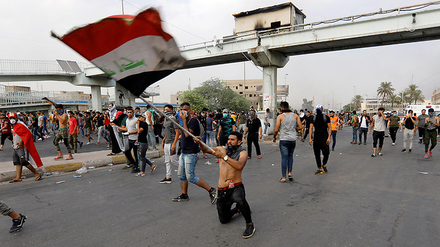 Protesters in Baghdad (Photos: Reuters )