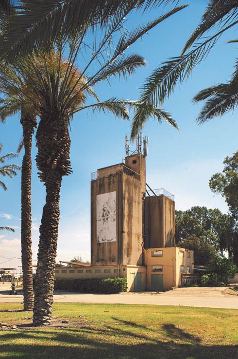 הסילו של קיבוץ מסילות בעמק בית שאן. טובי האדריכלים של התנועה הקיבוצית היו אחראים לסילו הזה ולאחרים באותן שנים (צילום: צחי אוסטרובסקי)