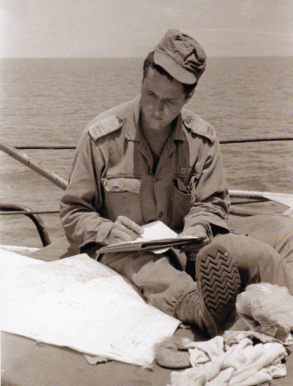 תמונות מתקופתו במחנה של ניר ברקת (צילום: במחנה, דו