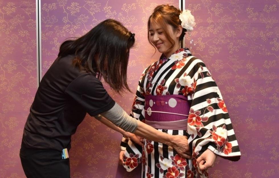 למדוד קימונו עם תופרת יפנית (מתוך האתר tripjunction.com)