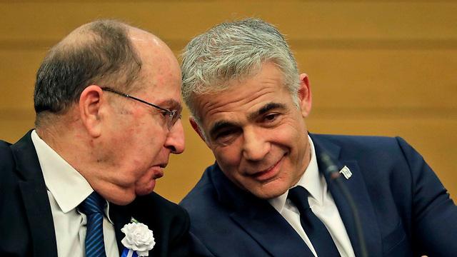 ישיבת סיעה כחול לבן  (צילום: AFP)