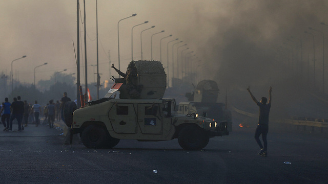 עיראק מהומות הפגנות נגד הממשלה עימותים בגדד (צילום: רויטרס)