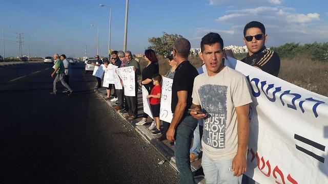 הפגנות בכביש 444 ליד טירה ()