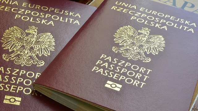 בעלי דרכון פולני יזכו לפטור מויזה לארה