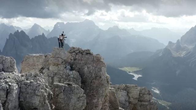 דני ארנולד נטפס על הסימה גרנדה ברכס הרי הדולומיטים (צילום: רוטרס)