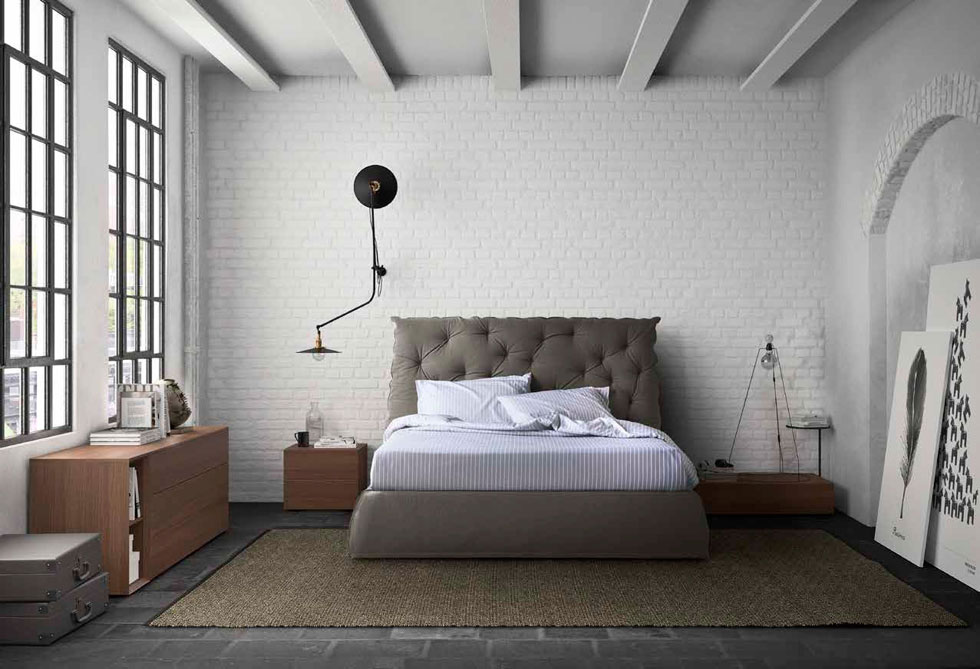 בחדר השינה מומלץ לפרוש את השטיח כך שיהיה אפשר להניח עליו את הרגליים כשקמים מהמיטה - אך להשאיר די שטח רצפה לרהיטים בצדדים. ''רוזטו''