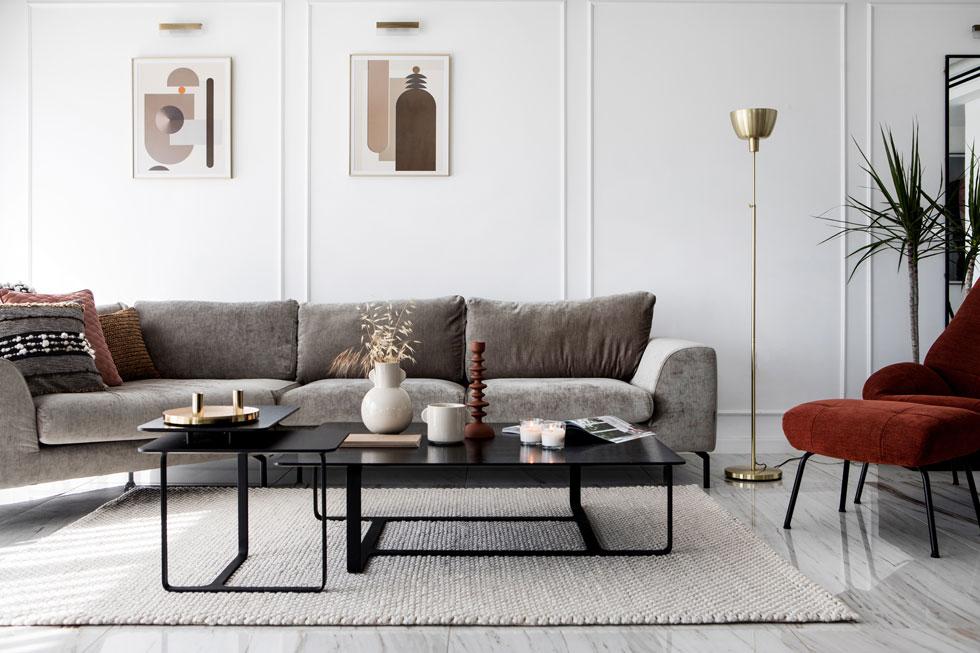 אם פינת הישיבה קטנה, אפשר למסגר רק את החלק הפנימי שלה, אך הקפידו לא לבחור שטיח קטן מדי. בתמונה: ''איתמר שטיחים''. עיצוב: לירז בוקעי. צילום: שירן כרמל