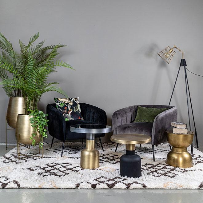 אפשר להשתמש בשטיח כדי להגדיר פינת ישיבה משנית בבית. ''פלורליס''
