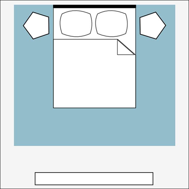 אפשר למסגר את המיטה כולה, וגם את שידות הצד, אבל לא לפלוש לשטחם של רהיטים כבדים