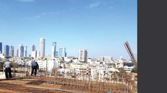 בונים מסביב לשעון בדרום העיר. פרויקט הגדוד העברי 53 של חברת Ewave Nadlan | צילום: מנש כהן ()