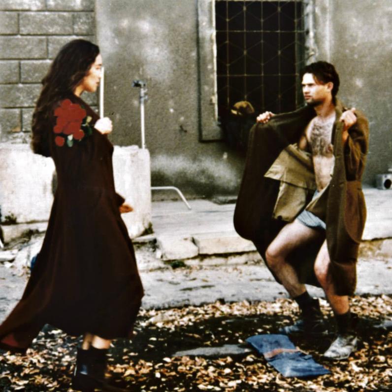 """""""מה לא היה לי מתחת למעיל. עולם שלם"""". בפרסומת לקסטרו עם ליאור מילר   צילום: רון קדמי"""