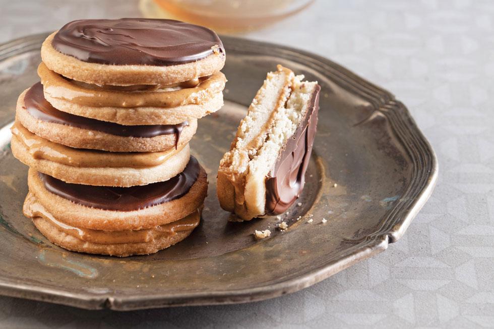 עוגיות סנדוויץ' בטעם בוטנים, שוקולד ודבש (צילום: דניאל לילה, נעמה רן)