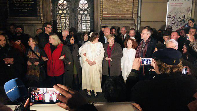 Chancellor Angela Merkel attends a solidarity rally in Berlin after the deadly shooting at a synagogue in Halle on Yom Kippur (Photo: From Twitter feed of Marc Felix Serrao)