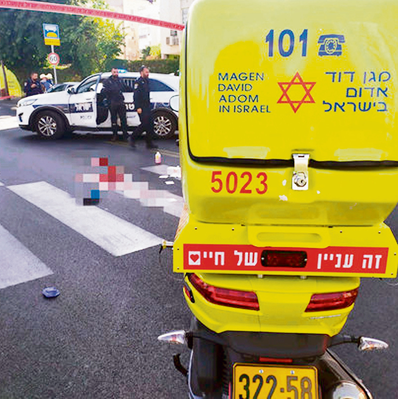 זירת התאונה בתל־אביב | צילום: דוברות מדא