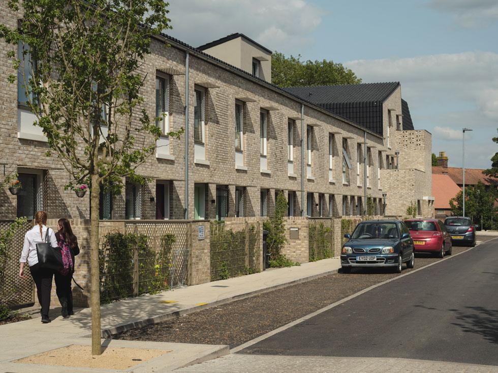 11 שנות עבודה הביאו לתוצאה שזכתה בפרס האדריכלות החשוב ביותר בבריטניה. יש גם חשיבה על תשתיות עתידיות שכל דירה תוכל להתחבר אליהן בקלות (צילום: © Tim Crocker)