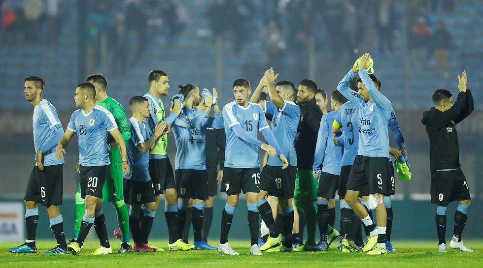 נבחרת אורוגוואי חוגגת (צילום: רויטרס)