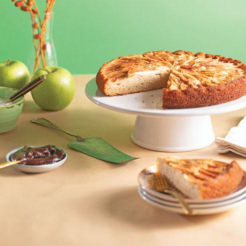עוגת תפוחים וקצת תמרים  (צילום: דניאל לילה, סגנון: טליה הדר)