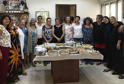"""""""בראש השנה אכלנו יחד תפוח בדבש, וברמדאן נפגשנו לארוחת איפטאר"""" (צילום: THINK POSITIV)"""
